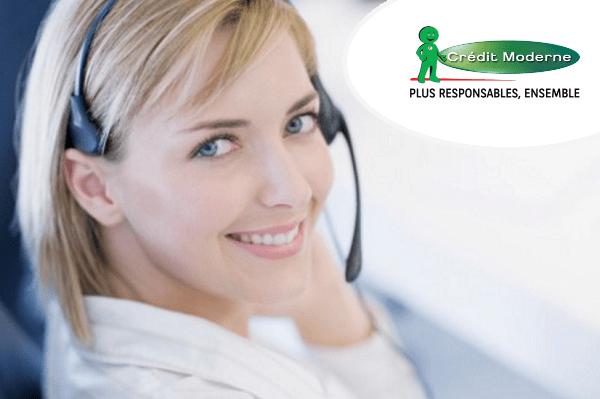 service client crédit moderne au téléphone